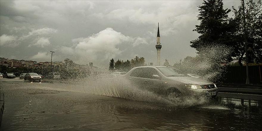 Mudanya'da Sağanak Yağış Hayatı Olumsuz Etkiledi
