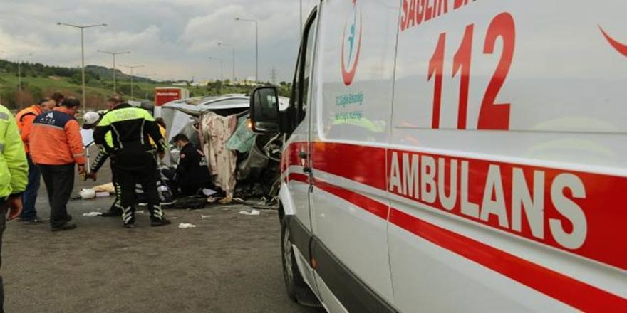 Bursa'da Kaza! Otomobil TIR'la Çarpıştı: 1 Ölü 2 Yaralı