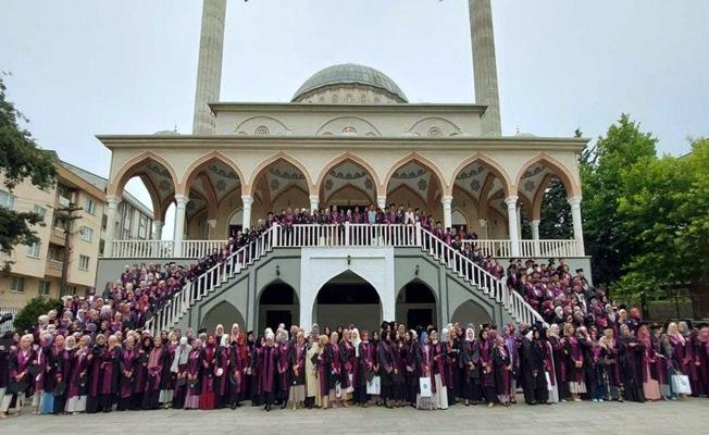 Bursa'da Uludağ Üniversitesi İlahiyat Fakültesi'nde Mezuniyet Sevinci
