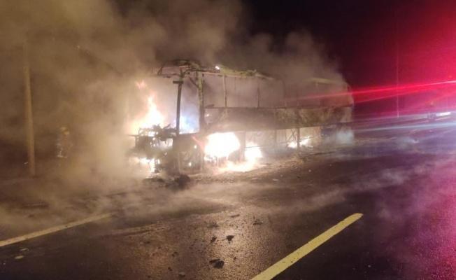 Bursa'da Hareket Halindeki Yolcu Otobüsü Yandı