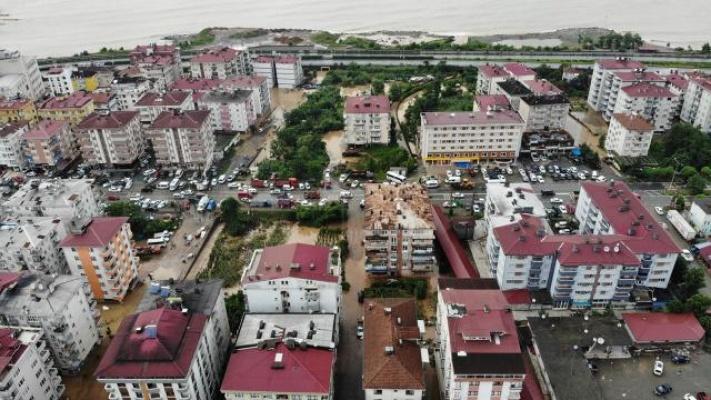 Bakan Koca: Artvin'de Göçük Altında Kalan Bir Kişinin Hastaneye Kaldırıldığını Açıkladı