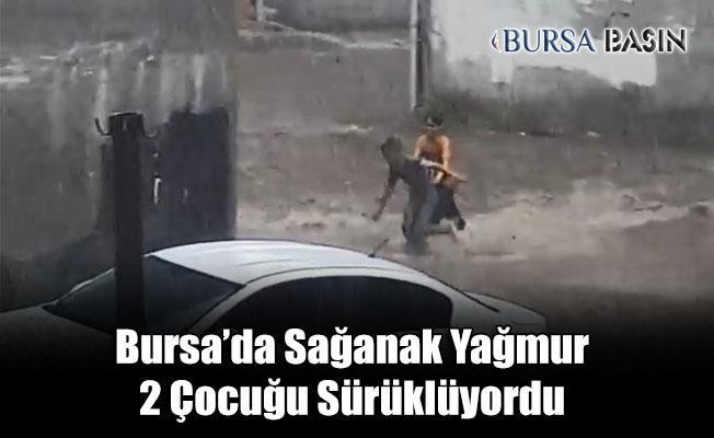 Bursa'da Sokakta Oynayan 2 Çocuk Suya Kapılmaktan Son Anda Kurtuldu