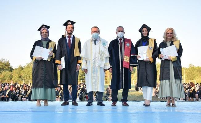 Doktorluk Yaparken Kazandığı Üniversite'yi Birincilikle Bitirdi