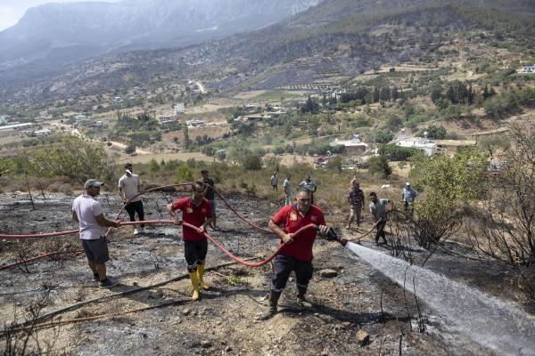 Mersin'de Yangın Söndürme Çalışmaları Sürüyor
