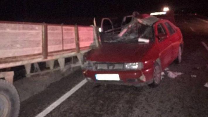 Sivas'ta Otomobil Traktör Römorkuna Çarptı