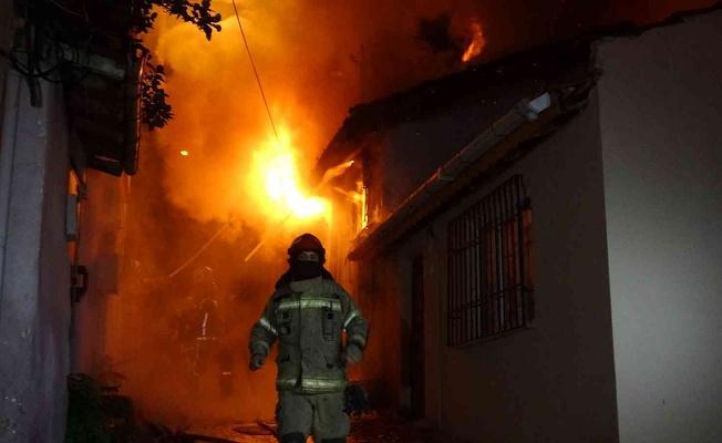 Bursa'da 2 Katlı Evde Yangın Çıktı
