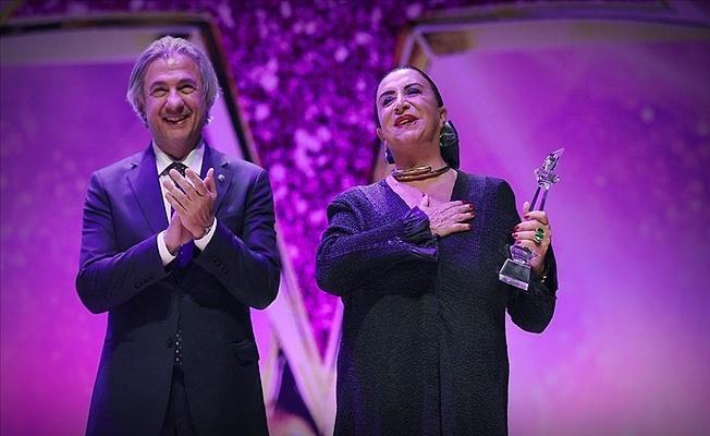Türk sinemasını geçmişten geleceğe taşıyanlar ödüllendirildi