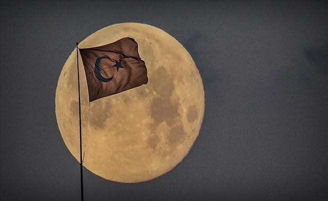 Uzay alanında hedef Ay'a ulaşmak