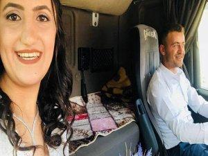Bursa'da Tır Gelin Arabası Oldu!