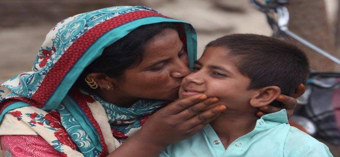 Pakistan'da HIV Virüsü Taşıyan Doktor Virüsü Yüzlerce Kişiye Bulaştırdı