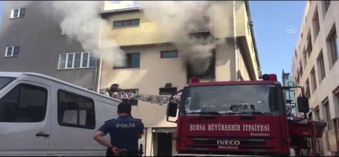 Bursa'da Bir kumaş Deposunda Yangın Çıktı