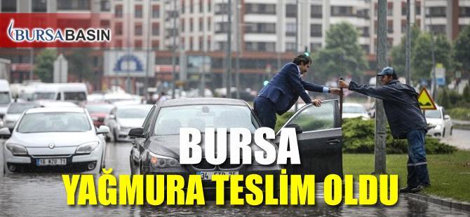 Bursa'da Etkili Olan Yağış Hayatı Olumsuz  Etkiledi