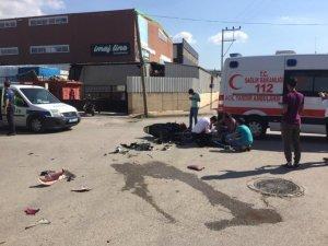 Bursa'da Meydana Gelen Trafik Kazasında Motosiklet ile Kamyonet Çarpıştı