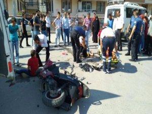 Bursa'da Yaşanan Kazada Motosiklette Bulunan İki Kişi Yaralandı