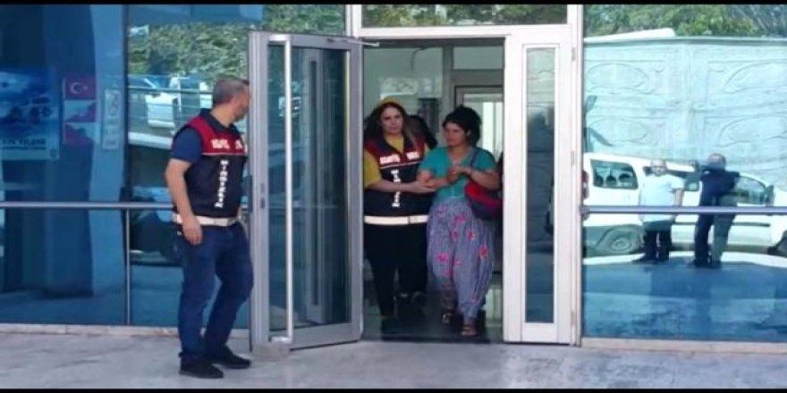 Bursa'da Kadın Hırsızlar Güvenlik Kameralarına Yakalandı