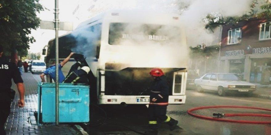 Bursa'da Park Halindeki Otobüs Yandı