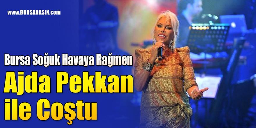 Bursa Soğuk Havaya Rağmen Ajda Pekkan ile Coştu