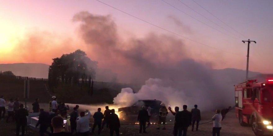 Bursa'da Park Halindeki Lüks Araç Yandı