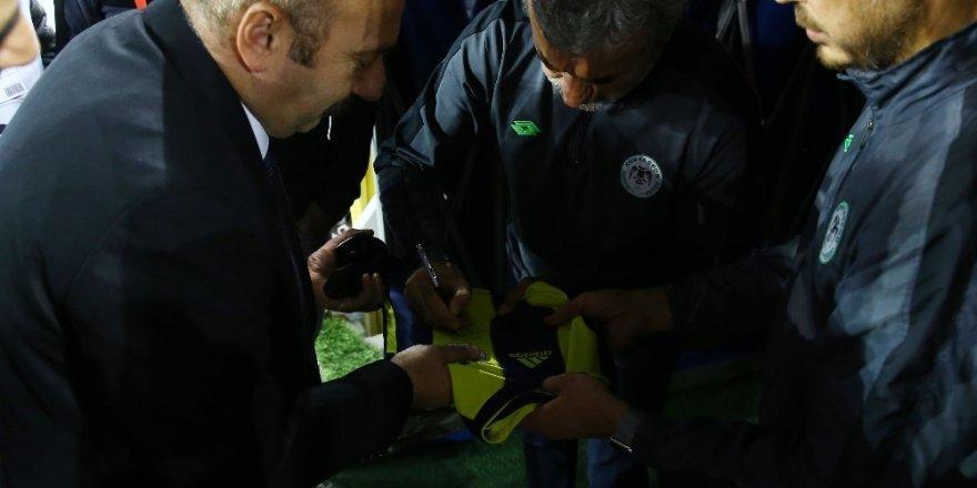 Fenerbahçe Taraftarından Aykut Kocaman'a Çiçek
